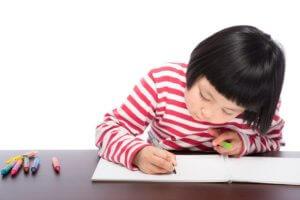 宿題をしない子供に対して行う大人からの2つのアプローチ