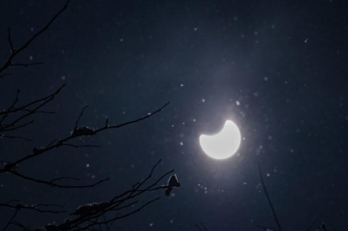 暗い中でも月明かりのように一点の希望を見いだしたい!