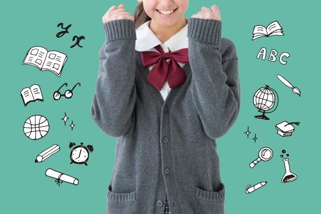 ガッツポーズをする女子生徒