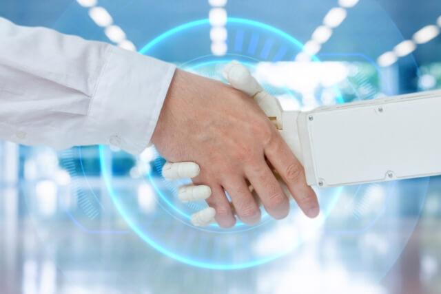 ロボットと人間が握手