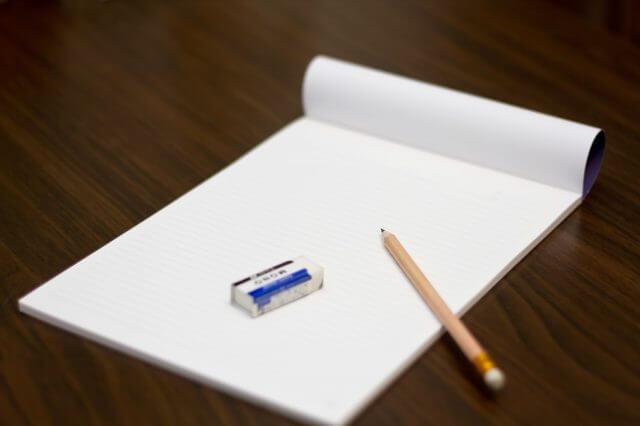 ペンとノート。インタビュー開始