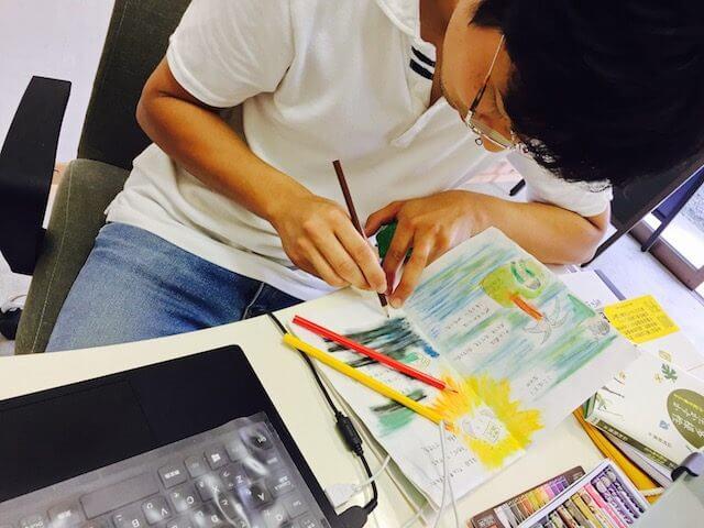 絵本プログラミングの色塗り中…