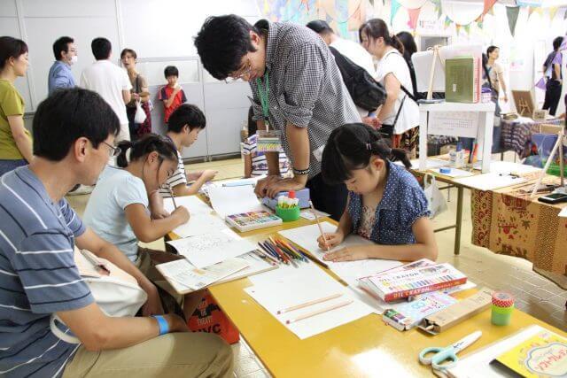 論理的思考と絵本プログラミング:一生懸命に絵本を作る子供