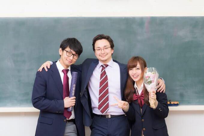 未来の先生展:学級をまとめあげた後の満足そうな先生