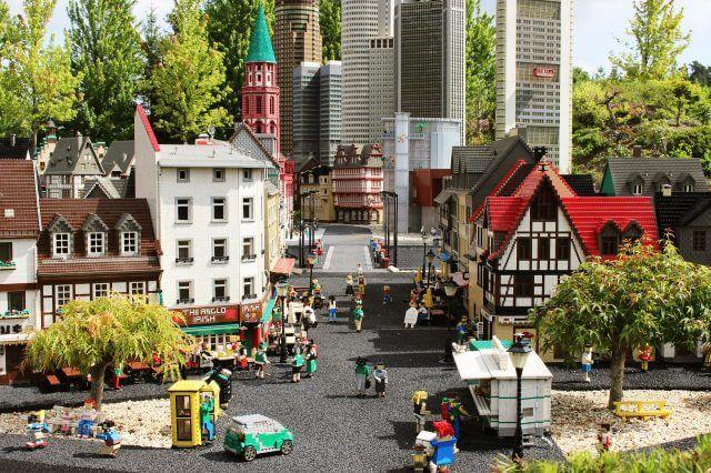 論理的思考とプログラミング的思考とは?:レゴブロックの町